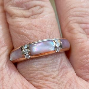 14KRG pink mother of pearl and dia ring. Sz7